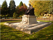 NS5766 : Glasgow: Lord Kelvin statue by Chris Downer