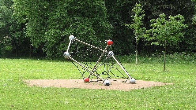 Climbing frame, Rosshall Park