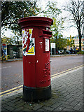 J3372 : Postbox, Botanic Avenue by Rossographer