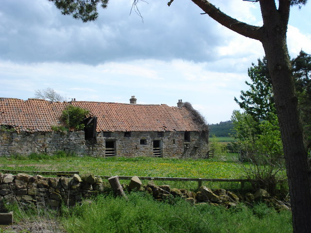 Old ruined buildings at West Kyloe Farm