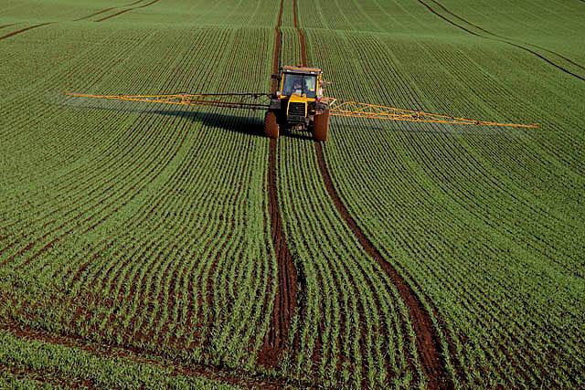 Crop spraying at Rulesmains Farm, Duns