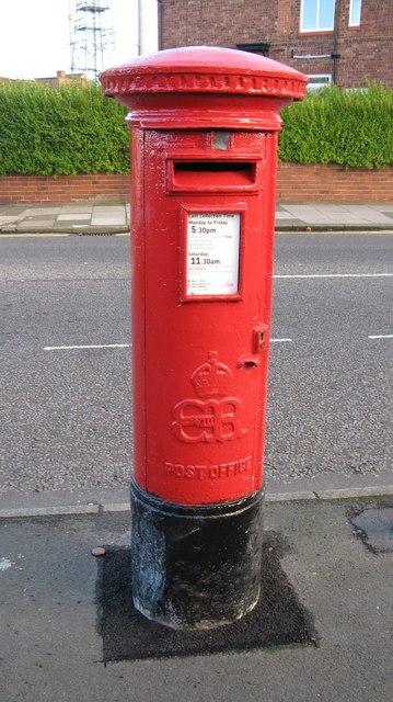 Edward VIII postbox, Southend Road