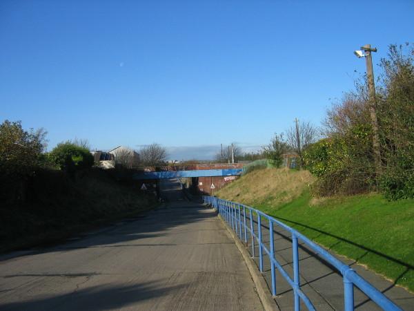 Metro bridge and drive leading to Reyrolles