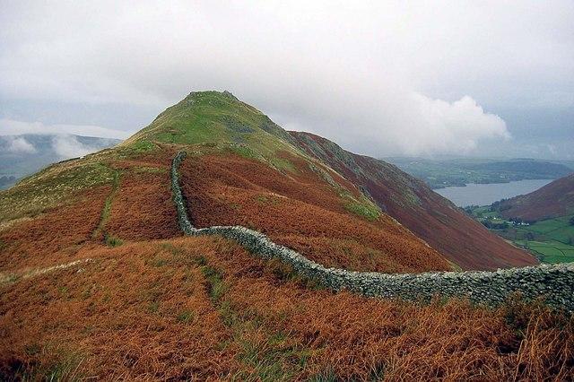 Wall along Pikeawassa summit ridge