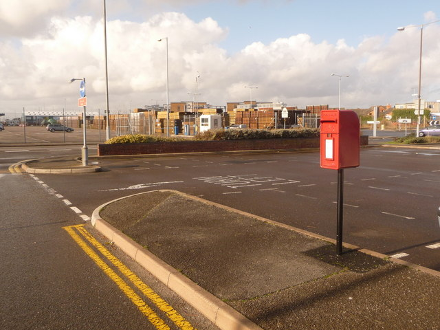 Hamworthy: postbox № BH15 299, New Harbour Road South