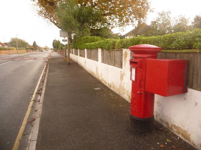 Hamworthy: postbox № BH15 179, Lulworth Avenue