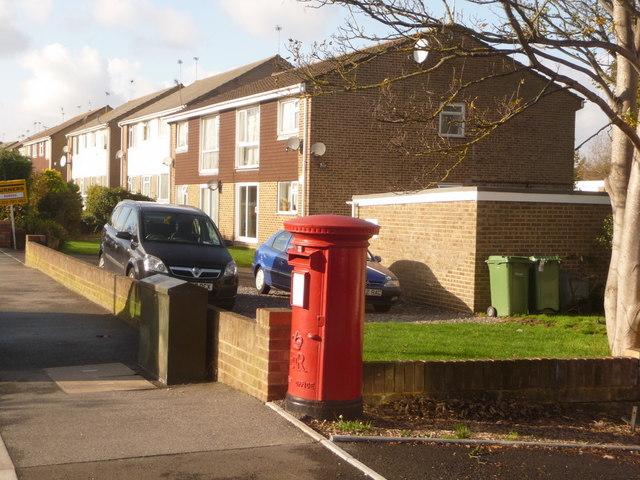 Hamworthy: postbox № BH15 8, Dawkins Road