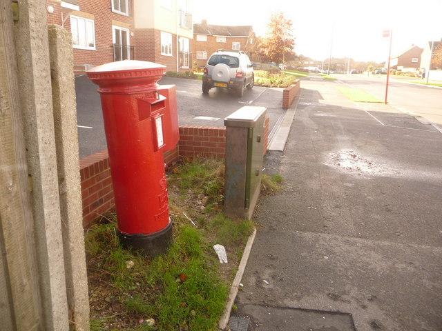 Hamworthy: postbox № BH16 257, Turlin Road