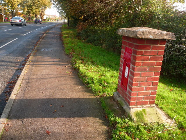 Upton: postbox № BH16 2, Dorchester Road