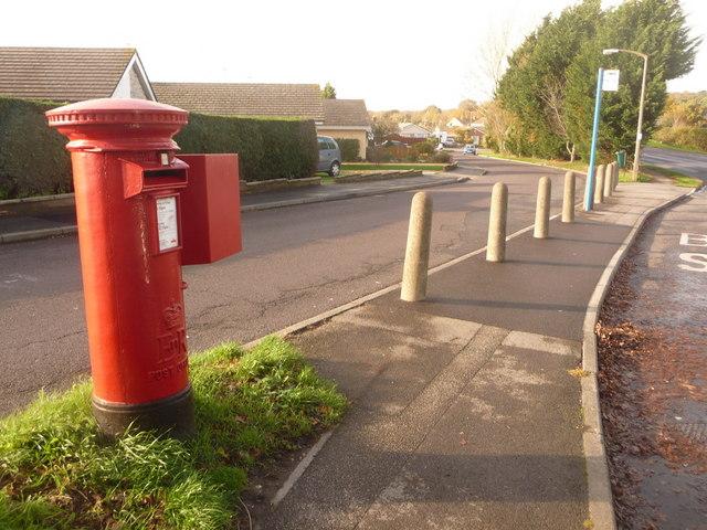 Upton: postbox № BH16 274, Blandford Road North
