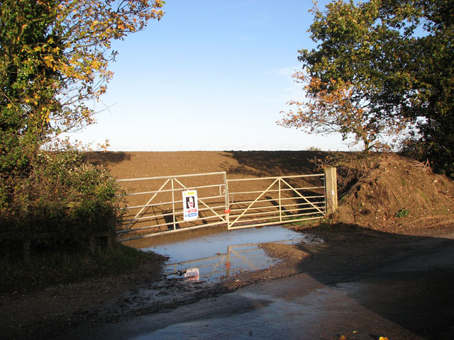 Former entrance into quarry site north of Mangreen