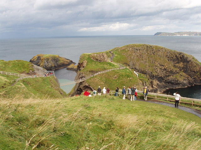 Carrick-a-rede rope bridge and viewpoint