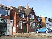 SJ9400 : Cross Guns - Lichfield Road by John M