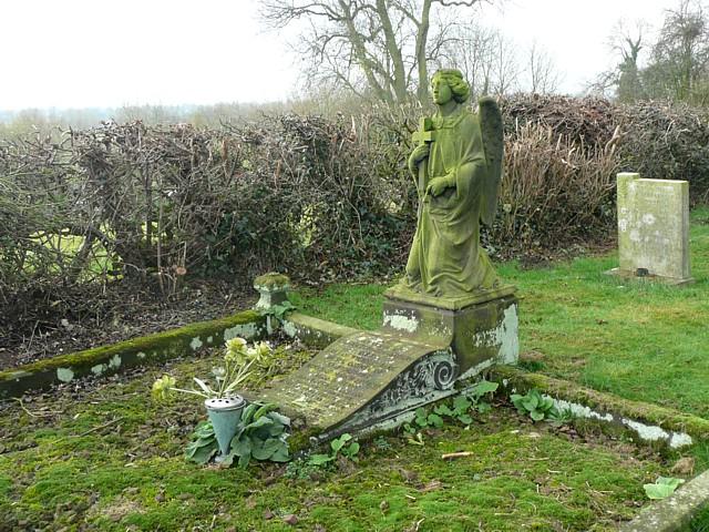 Memorial in the churchyard, Wychnor