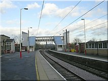 SE1537 : Platforms 3 & 4 - Shipley Station by Betty Longbottom