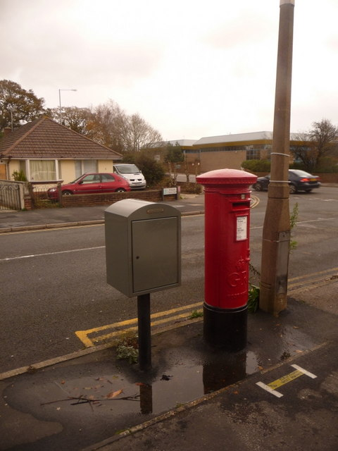 Creekmoor: postbox № BH17 5, Pergin Crescent