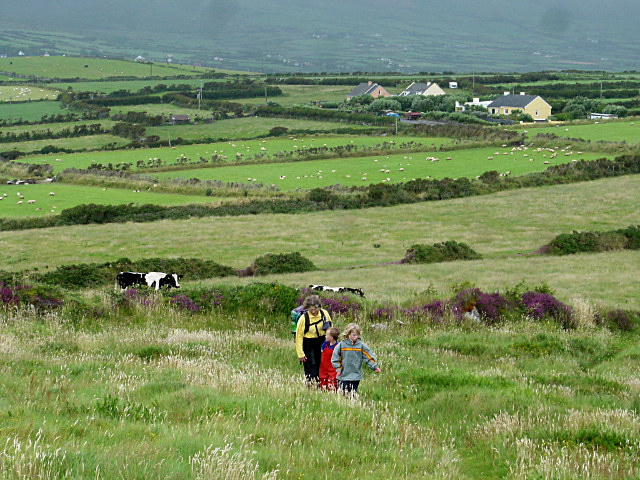 Coastal path climbs to Ceann na Binne