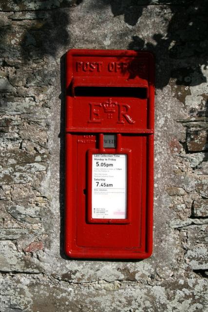 Elizabeth ii Postbox at Higher Trevilla