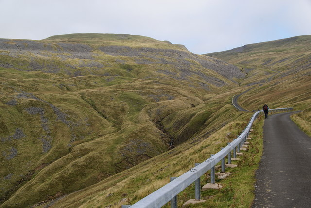 The road up to Great Dun Fell