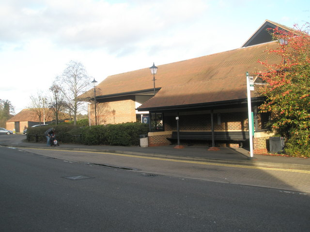 Bus shelter in Woolsack Way by Basher Eyre