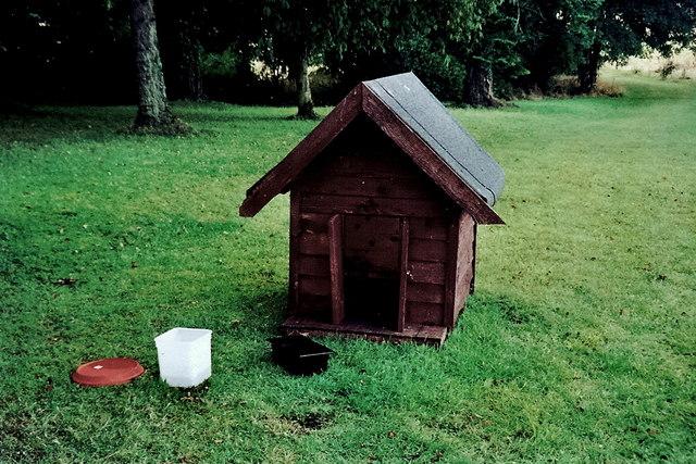 Castledaly Manor - Doghouse