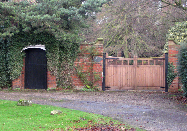 Gateway, Old Vicarage, Wootton