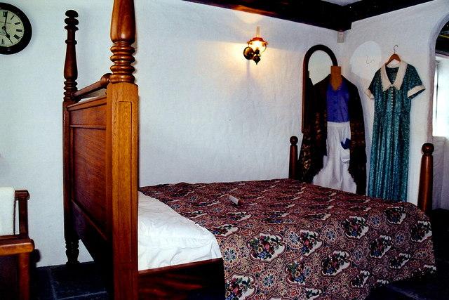 """Cong -  """"Quiet Man""""  cottage bedroom"""