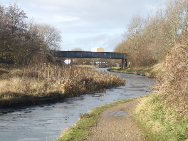 Birmingham Main Line Canal - Old railway bridge