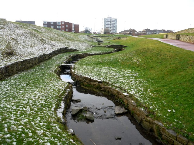 Small stream between The Links and Whitley Sands Promenade