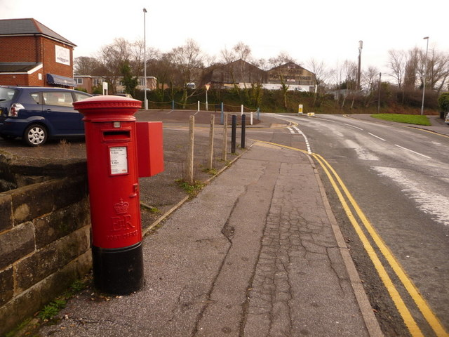 Oakdale: postbox № BH15 25, Dale Road