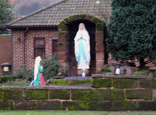 Statues by Catholic Church, Vale Road © P L Chadwick