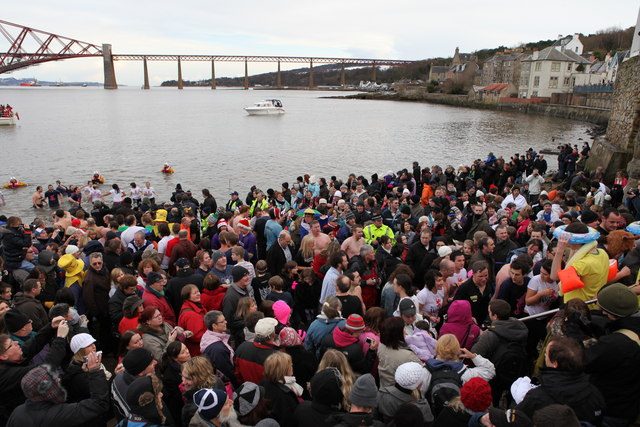 The Loony Dook © Calum McRoberts cc-by-sa/2.0 :: Geograph Britain and  Ireland