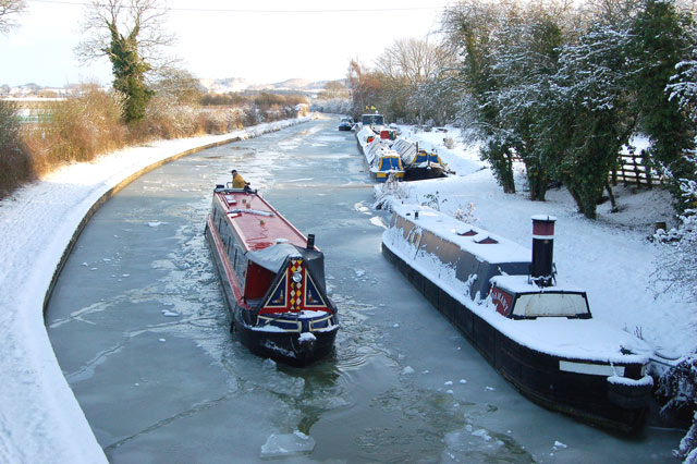 Breaking ice on the Grand Union Canal, Tomlow