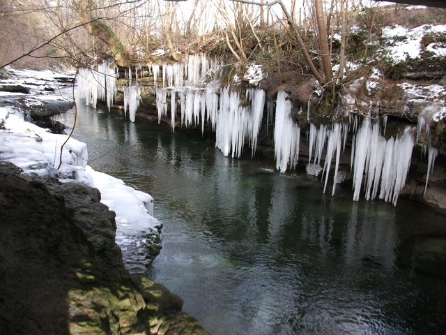 Icicles and the River Kent