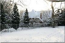SU5985 : Chapel over the fence by Bill Nicholls