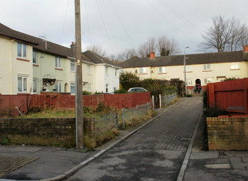 ST3388 : Myrtle Grove, Newport by Jaggery