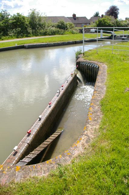 Lock basin overflow