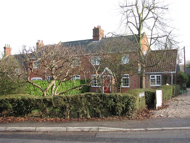 Terrace cottages in School Lane