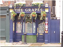 TQ3680 : The Grapes Pub, Limehouse by canalandriversidepubs co uk