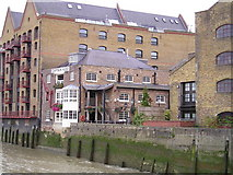 TQ3480 : The Captain Kidd Pub, Wapping by canalandriversidepubs co uk