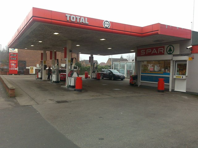 Total petrol station and Spa mini-market © David Lally cc