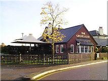SP9122 : The Grove Lock Pub, Grove, Leighton Buzzard by canalandriversidepubs co uk