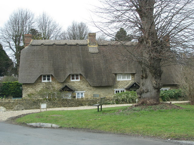 Thatched cottages in Buckland