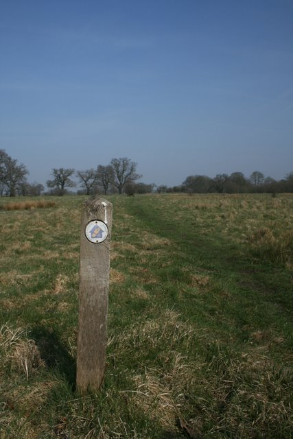 Pingo Trail, towards Stow Bedon