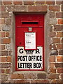 SY8089 : Moreton: postbox № DT2 91 by Chris Downer