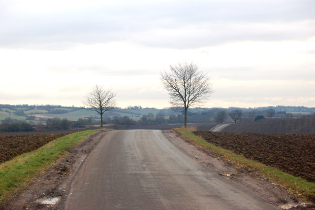 Looking south along the lane out of Flecknoe