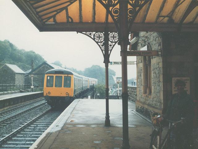 A train entering Grange-over-Sands station