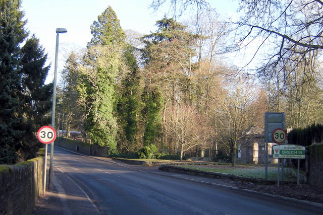 View entering Brechin from Forfar Road