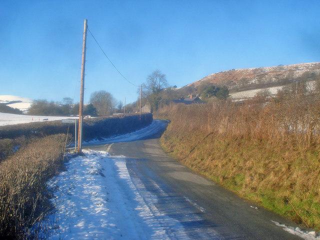 Lane junction near Llan-y-Felin