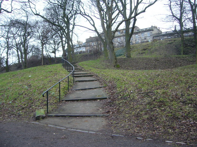 Connecting path in London Road Gardens